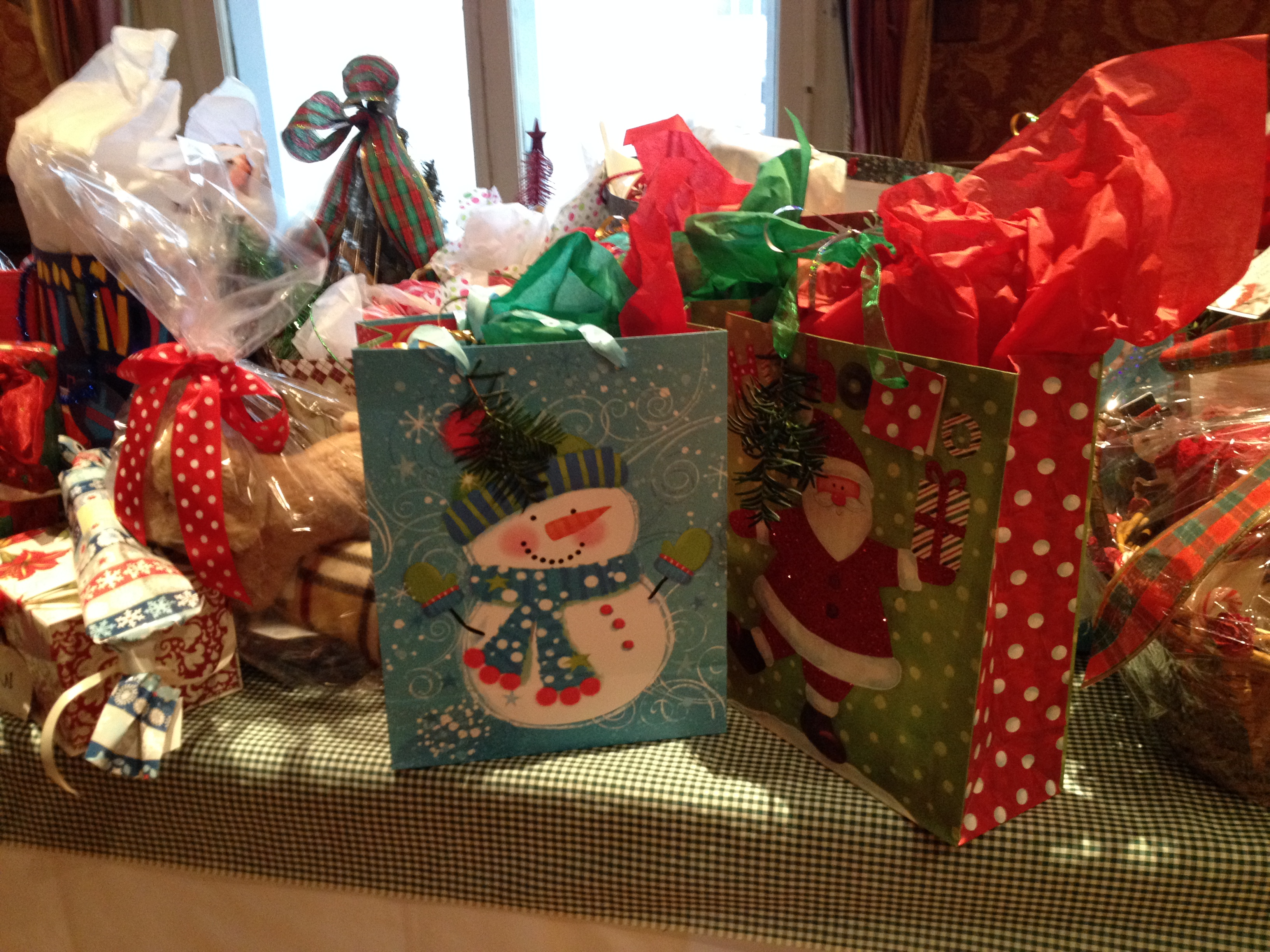 Ways to decorate gift bags -  A Box Inside And Out With Holiday Paper Is Easy Requiring Just A Scissors And Scotch Tape Plus The Paper And Placing Wrapped Or Unwrapped Gifts Inside